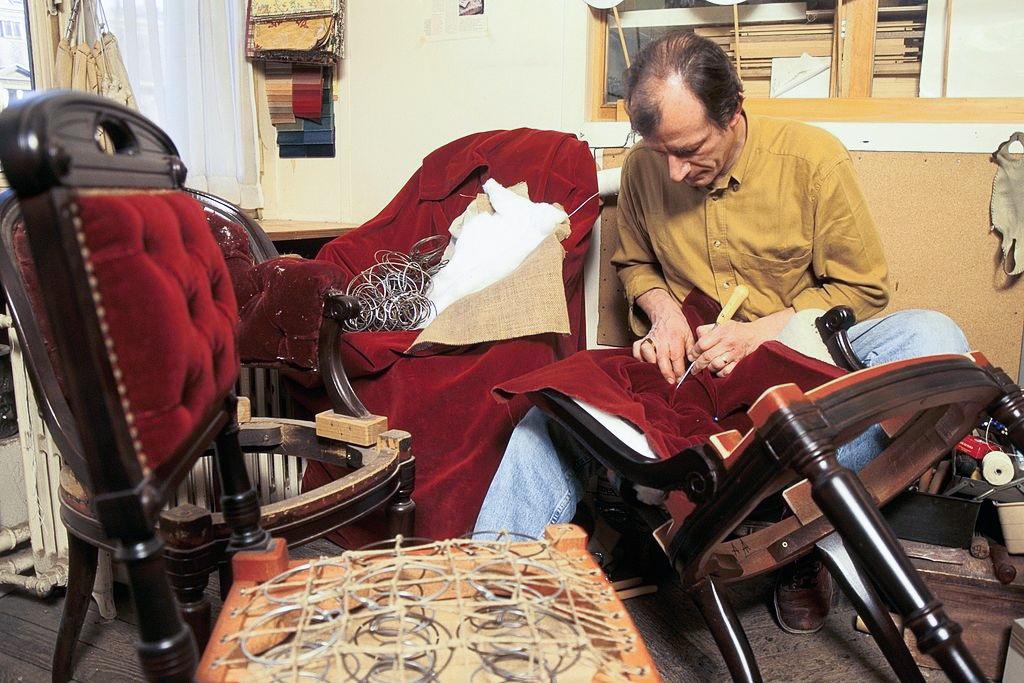 Интарсия Чем отличается ремонт и реставрация мебели? Отвечает опытный реставратор из Харькова