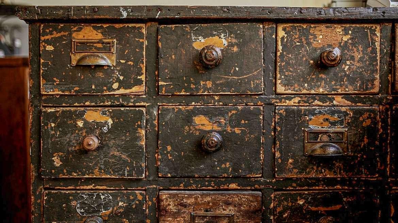 В каких случаях необходима комплексная реставрация мебели