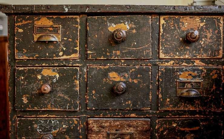 В каких случаях необходима реставрация мебели